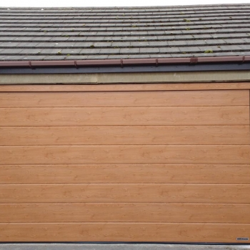 Hormann m-ribbed sectional in Winchester Oak